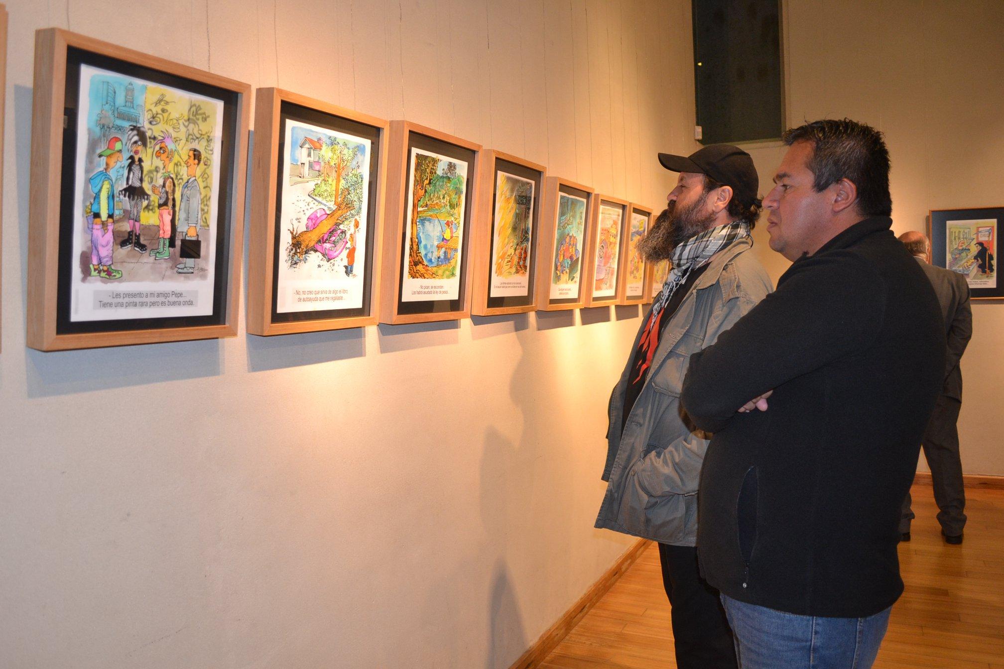 """Destacado humorista gráfico """"Hervi"""" llegó hasta el Museo de Linares"""
