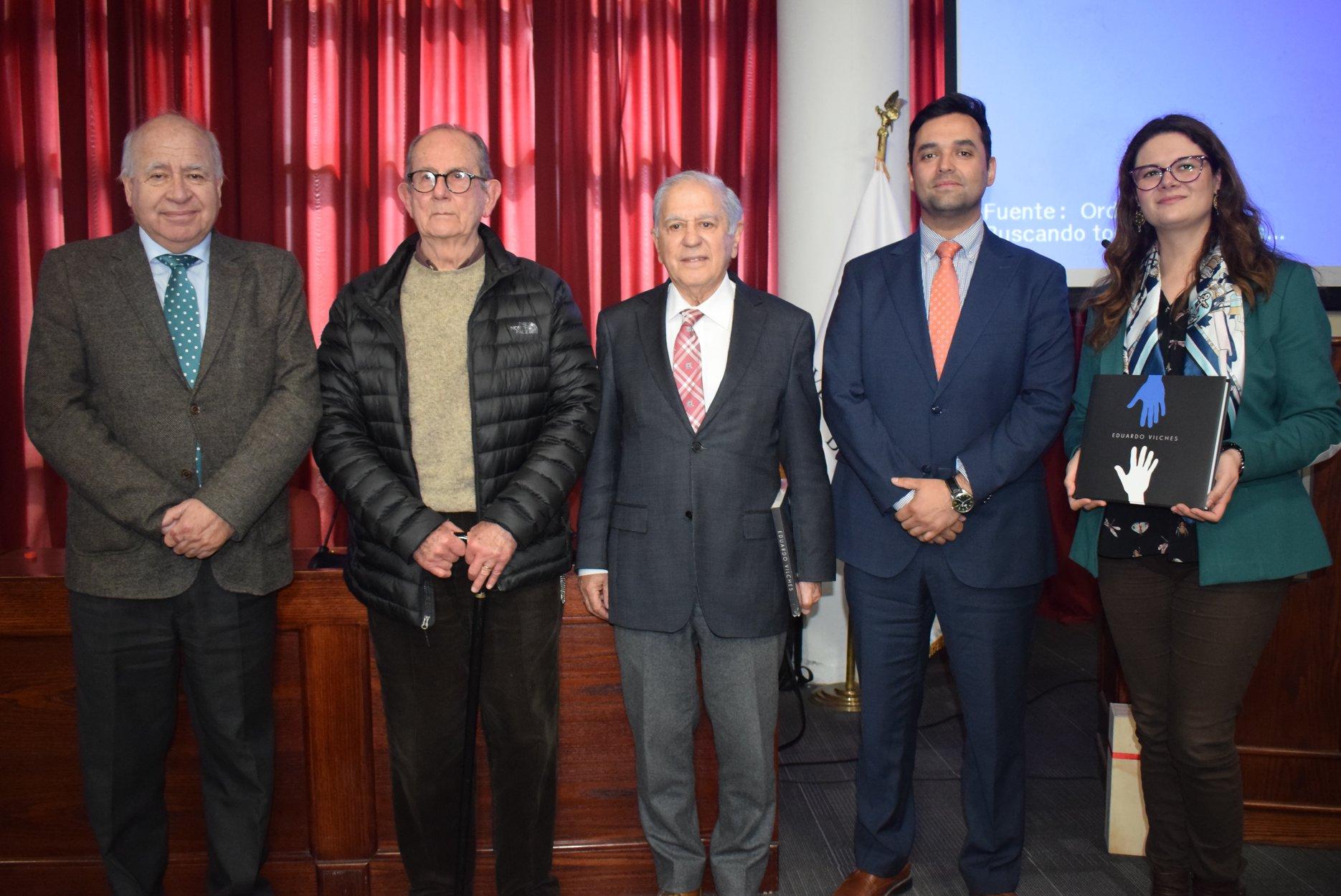Premio Nacional de Artes Plásticas 2019 visitó la U. Autónoma